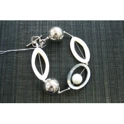 XB-013 Shell & Pearl Bracelet